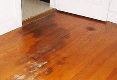 曝光台:新房装修一年后地板起泡,装修公司竟这样解决!